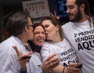 Espanha sorteia pr�mio de loteria de  2,2 bilh�es.