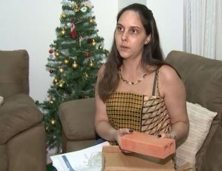 Psic�loga compra iPhone 6 pela internet e recebe caixa com tijolo.