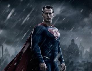 Batman vs Superman at� que � bom, mas esbarra no diretor fraco